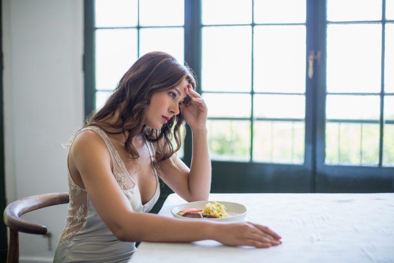 【即実践可能】接客業でストレスを溜めない8つの方法|解消できない場合の対処法